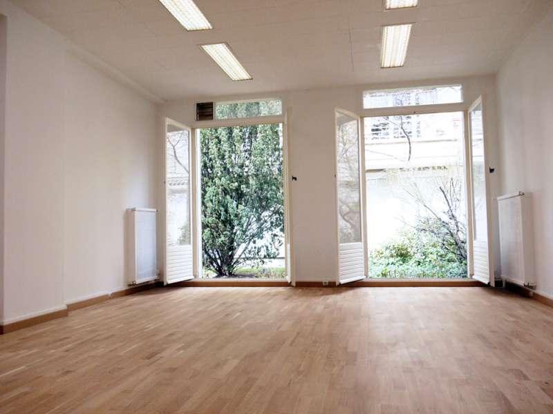 local 60m 135m sur jardin paris proche nation cours de vincennes. Black Bedroom Furniture Sets. Home Design Ideas